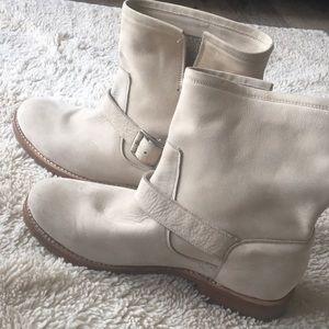 Frye woman's sz 9 boots